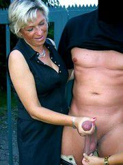 All the old ladies are choosing a large dick, Grandmothers do blowjob
