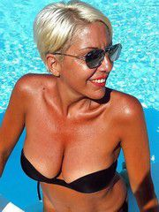 Chic Mom blonde with bright red lips in a pool