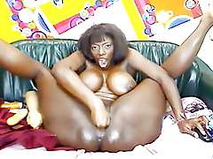 Black mom spread her huge hips. Lots of Toys