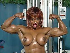 Yvette Bova 04 - Female Bodybuilder