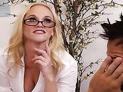 Blonde women Dee Siren