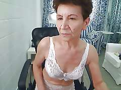 Horny granny, Shakin her ass on cam