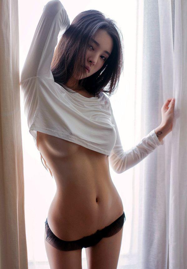underboob sexy nude