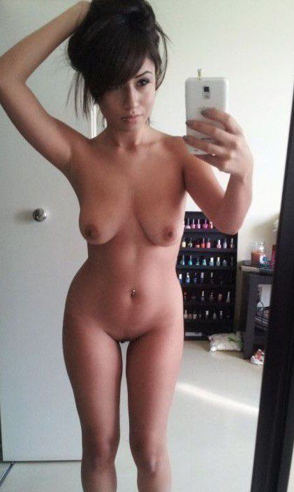 Hot Nude shaved pussy