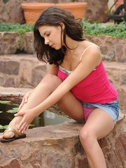 Nubile Henessy teasingly exposes her..