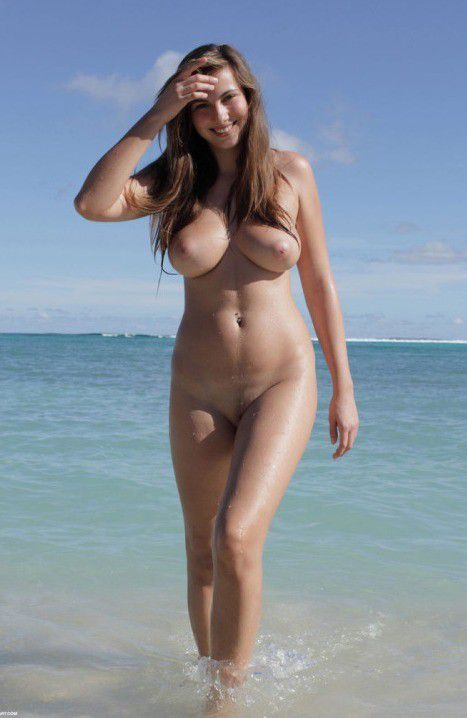 pics of busty nude amateurs at the beach